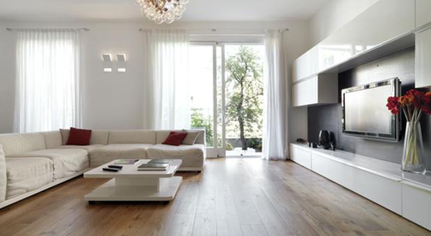 3966321_1119_3071600_s_soggiorno_moderno_con_pavimento_in_legno